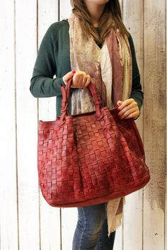 "Handmade woven leather bag ""INTRECCIATO 43"" di LaSellerieLimited su Etsy"