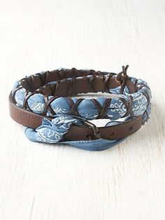 We share with you the wonderful leather jewelry, leather jewelry designs, beautiful leather jewelry, leather jewelry for women in this photo gallery. Jewelry Crafts, Handmade Jewelry, Men's Jewelry, Bandana Crafts, Western Crafts, Cute Outfits With Jeans, Charms, How To Make Clothes, Stuff And Thangs