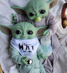 Alien Painting, Hello Kitty Shoes, Yoda Funny, Black Baby Dolls, Kawaii Disney, Baby Yoga, Boy And Girl Best Friends, Star Wars Pictures, Star Wars Wallpaper