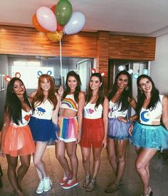 Looking for BBF Halloween Costumes? Well here is a round up of the most unique Group Halloween Costumes for your Girl Squad which I bet you are gonna love. Soirée Halloween, Cute Group Halloween Costumes, Cute Costumes, Group Costumes, Halloween Outfits, Costumes For Women, Matching Costumes, Partner Costumes, Style Année 60