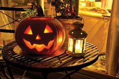 Autumn, pumpkins, ghosts and leaves. Everything fall and Halloween! Halloween Eve, Halloween Quotes, Halloween Pictures, Vintage Halloween, Happy Halloween, Halloween Ideas, Halloween Stories, Samhain Halloween, Halloween Stuff