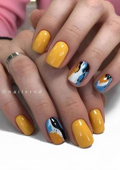 The short square nails look simple and refreshing, perfect for gradually warming weather. Summer Acrylic Nails, Best Acrylic Nails, Summer Nails, Nail Color Trends, Nail Colors, Stylish Nails, Trendy Nails, Short Square Nails, Short Nails