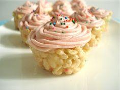 Ricekrispie cupcakes Just Desserts, Delicious Desserts, Dessert Recipes, Yummy Food, Party Recipes, Fudge Recipes, Sweet Desserts, Cupcake Recipes, Drink Recipes
