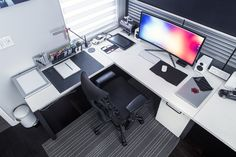 minimalsetups: Ultra wide setup by Mark Jardine. Follow Minimal Setups on Instagram.