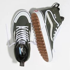 UltraCush Lite, Vans MTE Manufactured by Vans Korea. White Shoes, White Sneakers, High Top Sneakers, Sneakers Box, Fashion Models, Fashion Fashion, Camo, Vans Store, Popular Shoes