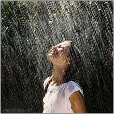Rain! hear it, smell it and feel it. :) y saltar los charquitos que quedan después. #nowplaying lluvia :)