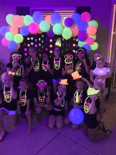 DIY im Dunkeln leuchten Party-Ideen – # - Fiesta casera Dance Party Birthday, Sleepover Birthday Parties, Birthday Party For Teens, Birthday Party Themes, 13th Birthday Party Ideas For Teens, 13 Birthday, Glow In Dark Party, Black Light Party Ideas, Glow Stick Party