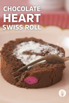 This Chocolate Swiss Roll will make your heart melt ❤🍫 Chocolate Swiss Roll, Chocolate Hearts, Heart Melting, Party Treats, Fun Desserts, Cake Recipes, Napkins, Rolls, Make It Yourself