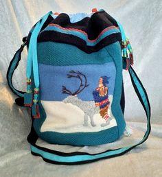 Veske med samisk inspirert dekor. Under Armour, Arts And Crafts, Backpacks, Bags, Fashion, Handbags, Moda, La Mode, Gift Crafts