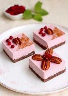 Dreamy. Raw Vegan Cranberry Cake                                                               bredband