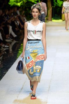 Dolce & Gabbana Spring-summer 2017 - Ready-to-Wear Dolce And Gabbana 2017, Vogue Us, Fashion 2017, Fashion Trends, Luxury Dress, Spring Collection, Ready To Wear, High Waisted Skirt, Spring Summer