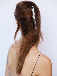 This elegant French comb dotted with stars. 32 Hair Accessories That Are So Weird That They're C Sponge Hair Rollers, Whimsical Hair, Beautiful Long Hair, Hair Comb, Headpiece, Headdress, Hair Inspiration, Hair Inspo, Hair Clips