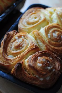 Flaky brioche with sugar by Philippe Conticini Cooking Chef, Cooking Recipes, Chefs, Brioche Recipe, I Want Food, Home Baking, French Pastries, Lidl, Dough Recipe
