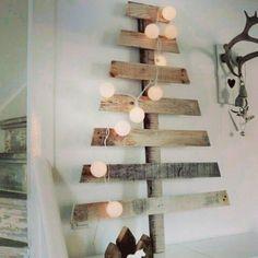 Ainda não montou a árvore e tem sobras de madeira em casa? Então se inspire nessa ideia e faça algo diferente esse ano! #NatalSustentável #upcycling #supraciclagem #reaproveitamento