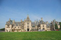America's Largest Home, Biltmore House, surrounded by inspiring gardens, America's most-visited winery, and the interpretive River Bend Farm. Beautiful Space, Beautiful World, Great Places, Places Ive Been, Biltmore Estate, Most Visited, Barcelona Cathedral, Dolores Park, Places To Visit