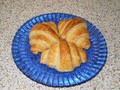 Raňajkové croissanty • recept • bonvivani.sk Croissant, Ale, Food And Drink, Bread, Basket, Ale Beer, Brot, Crescent Roll, Baking