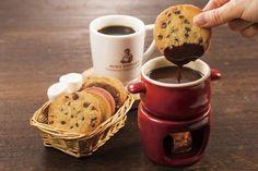 熱々チョコにクッキーをディップ!「ステラおばさんのクッキーフォンデュ」が喫茶併設店に