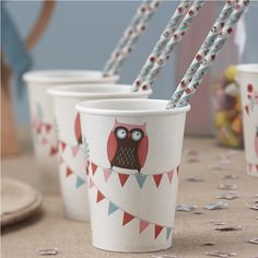 Our cups come as a pack of 8 with a textured cream background and patchwork owls circling the cups. 9oz in size.Ideal for baby showers, first birthdays, general birthday parties and more.