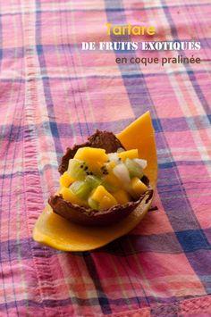 Tartare de fruits exotiques en coque de praliné