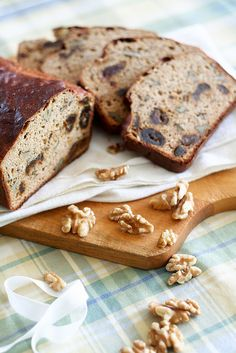 Hearty, delicious Wholegrain Date and Walnut Bread (this is just begging for some whipped butter and golden honey). #food #baking #cooking #foodphotography #foodie #bread #walnuts #dates #wholegrain