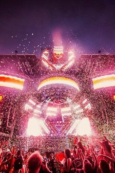 Ultra Main Stage explodes in cotton candy pink.