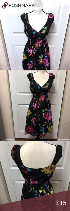 Vintage inspired midi dress Adorable dress for any occasion. Vneck cut in the front. Midi length. Band around the waist. Preloved but great condition. 100% cotton. Dresses Midi