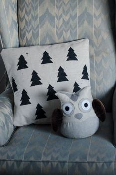 DIY Hand Stamped Tree Pillow Slip Cover... cuuuute!