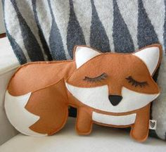 Grayson the Fox Felt Applique Plush Doll Pillow by Cuore on Etsy - Stofftier Sewing Crafts, Sewing Projects, Fox Pillow, Cushion Pillow, Felt Fox, Quilting, Etsy Christmas, Felt Applique, Felt Animals