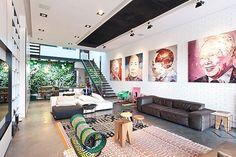 Stoere woonkamer met een mix van kleuren en patronen | Interieur inrichting