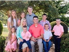 Family pic of Kendra and Joe with the Caldwells 💚💜 Duggar Girls, Justin Jackson, Jeremy Vuolo, Dugger Family, 19 Kids And Counting, Bates Family, Daughter In Law, Beautiful Family, Beautiful Things