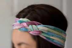I came up to this post about making a headband with t-shirt yarn. As you maybe already know, I'm always searching for new ideas which you can make with The shirt yarn, and I really love this tutori...