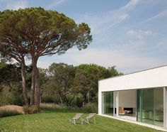 A modern home by Atelier d'architecture Bruno Erpicum & partners