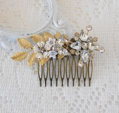 Hey, I found this really awesome Etsy listing at https://www.etsy.com/listing/286222175/gold-leaf-hair-comb-floral-hair-comb-art