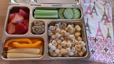 using Janet Davis Box and Lisa Phillips-Barton Baumgartner, Healthy Lunch To Go, Healthy Eating Games, Kids Lunch For School, Healthy School Lunches, Kindergarten Lunch, Planet Box, Lunch Snacks, Box Lunches, Kid Friendly Meals