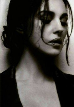 Find images and videos about beauty, monica bellucci and monica belluci on We Heart It - the app to get lost in what you love. Timeless Beauty, Classic Beauty, French Beauty, Most Beautiful Women, Beautiful People, Beautiful Mess, White Photography, Portrait Photography, Photography Women