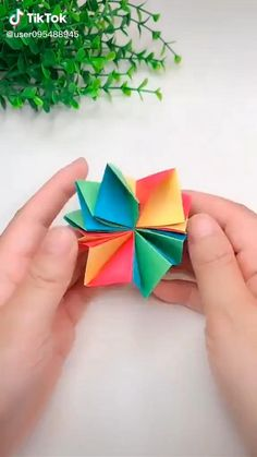 Cool Paper Crafts, Paper Crafts Origami, Diy Paper, Paper Oragami, Easy Christmas Crafts, Halloween Crafts For Kids, Instruções Origami, Diy Crafts Hacks, Paper Flowers Diy