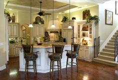 Creme Kitchen..I like this color scheme