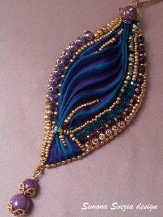 Perline e Bijoux: Ciondolo e orecchini con seta shibori / Pendant and earrings with shibori silk
