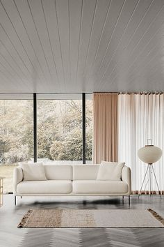 With Konami, subtle lines and gentle curves culminate in a quiet sofa that exudes an unspoken elegance. Conceived by English designer Damian Williamson, whose overall desire was to create a simple, sculptural sofa with a sense of serenity #fredericiafurniture #erikjørgensen #konami #konamisofa #damianwilliamson #interiordesign #danishdesign #scandinaviandesign #livingroomdecor #craftedtolast #modernoriginals #sofa #sofas Co Working, Hotel Lobby, Lounge Areas, Danish Design, Scandinavian Design, Sofas, Living Room Decor, Relax, Interior Design