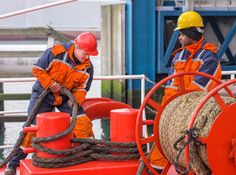 A number of precautions along with good seamanship practice can increase the life of mooring ropes and prevent deterioration, chaffing, cutting and internal wear. Learn some important points in the article inside.