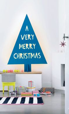 Cush and Nooks: A Modern Christmas. If only Christmas could actually look this tidy! Christmas Party Decorations, Diy Christmas Tree, Very Merry Christmas, Holiday Tree, Modern Christmas, Blue Christmas, Xmas Tree, Christmas Holidays, Christmas Ideas