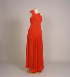 Long décolleté dress in plissé red silk crêpe-satin; Yohji Yamamoto (1943-), Tokyo;  P/E 2005.  Collection Galleria del Costume di Palazzo Pitti.