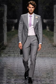 Victorio Lucchino - Pasarela Mens Fashion Suits, Cutaway, Grooms, Style, Bridal Collection, Vogue Spain, New York Fashion, Walkway, Seasons