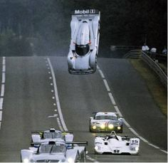 稀にあるフライングカーbyル・マン Mercedes CLR racing car - GT1 - Mark Webber - Le Mans - take off, flip and crash.
