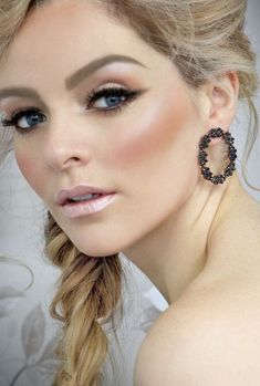 Bridal Make-up Eyeshadow Shades to Suit Each Eye Colour (1)