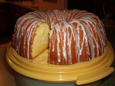 The Most Ultimate Buttery Cream Cheese Pound Cake - Recipes to Cook - Kuchen Just Desserts, Delicious Desserts, Dessert Recipes, Food Cakes, Cupcake Cakes, Bunt Cakes, Pound Cake Recipes, Best Pound Cake Recipe, Pound Cake Glaze