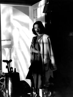 Gene Tierney in Laura, 1944 Gene Tierney, Classic Film Noir, Classic Movies, Vincent Price, Lana Turner, Lauren Bacall, Cary Grant, Old Movies, Vintage Movies