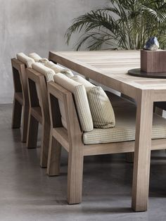 NIEK armchair and ANNE table