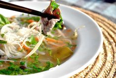 pho bo, supa vietnameza cu taitei Pho Bo, Asian Recipes, Ethnic Recipes, Meat, Soups, Food, Essen, Soup, Meals