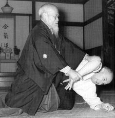 Ueshiba, Nocquet Link: http://www.guillaumeerard.com/images/stories/aikido/articles/biography-nocquet/bio-nocquet-ueshiba-ikkyo.jpg